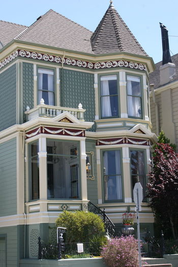Vintage Victorian House for sale - Part of the Painted Ladies Alamo Square Architecture Building Exterior Built Structure City Day For Sale Sign Frisco House House For Sale No People Outdoors Painted Ladies Painted Ladies San Francisco Sky Tree Victorian Victorian Architecture Victorian Buildings Victorian House Victorian Houses Victorian Period Victorian Style Victorian Times