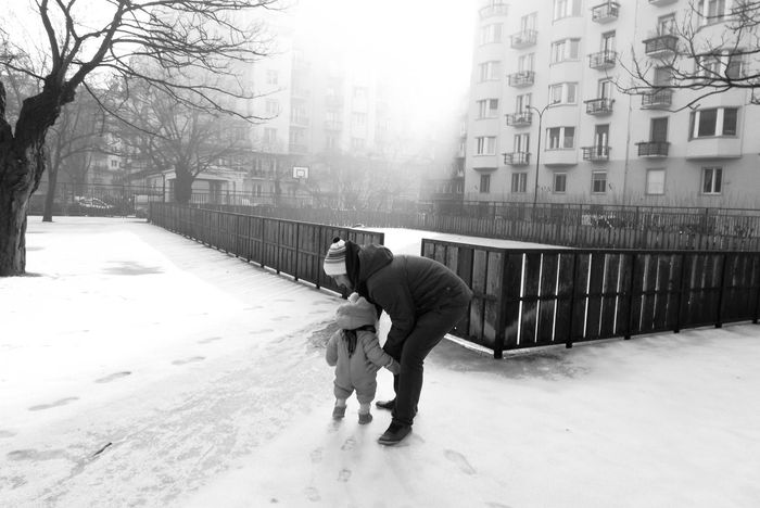 Capture The Moment Citylife Dad Daughter And Dad ❤ Fog Foggy Day Outdoor Life Outdoor Photography Parenthood Right Moment Taking Care Taking Care Of Each Other Winter Wintertime Blackandwhite Photography Black & White TCPM The Street Photographer - 2017 EyeEm Awards Black And White Friday