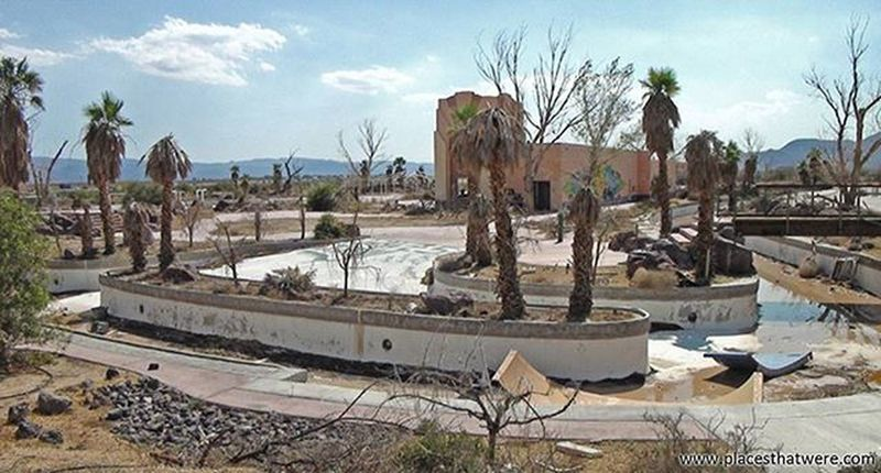 Abandoned Water Park Abandoned California Urbanexploration Urbex Abandonedplaces Lakedolores Picoftheday Newberrysprings Abandonedcalifornia Abandonedamerica Rockahoola Photography Amazingplaces Waterpark Mojave MojaveDesert Abandonedbuilding Signofthetimes Fountain