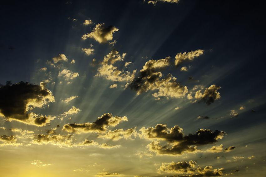 Ciel Et Nuages Cloudy Sky Dusk Sky Glowing Sky Ray Of Sun Sky And Clouds Sunset_collection Atmospheric Mood Ciel Ciel Embrasé Clouds & Sky Clouds And Sky Coucher De Soleil Crépuscule Dusk Dusk Colours Dusk Light Glowing Glowing Lights Nature_collection No People Raie De Lumiere Ray Of Light Raie De Soleil Sunset