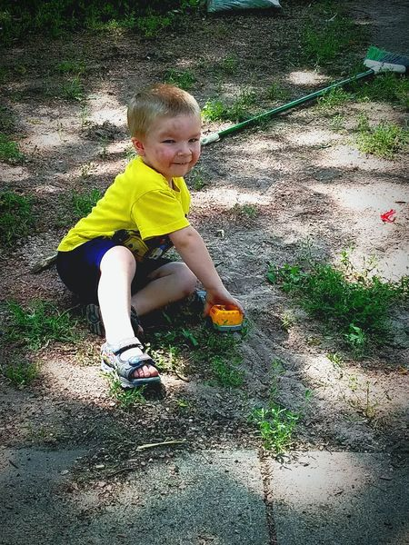 Childhood Day One Person Playing Sunlight Outdoors Blond Hair Love My Boy ☺️❤️ Little Boys Are Stinkers😂 Let Them Be Little Happiness Sioux Falls, South Dakota Just Taking Pictures Just Messing Around! ;) Hanging Out Smiling Boys Domestic Life Son Child Baby Looking At Camera Lovely Weather Moms Little Man My Heart ❤