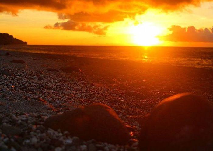 Spectacular Sunrise through the pebble beach of Punta Malabrigo. 🌞🌞🌞🌄📷💪 Sunriseatthebeach SunriseatPuntaMalabrigo Pebblebeach Sunrise_sunset_worldwide World_skyshotz Skyporn Super_photosunsets Travelphotos Travel_captures Travelnow Traveltodaytv Tuklaspinas_takipsilim Litratistadavao GrammerPH Igersphilippines Wheninlobo IGDaily ©BrixtonDaza