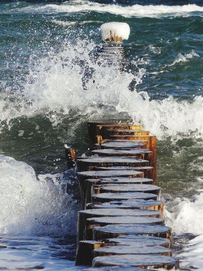 Wellenbruch an der Ostsee Meeresrauschen Wellengang Buhnen Wave Break Baltic Sea Ostsee Water Motion Sea Splashing Nature Wave