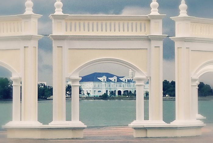 Royal City Muar Arch Framed View River HuaweiP9 Malaysia Johor Daytrip Sightseeing Architectural Column Architecture Travel Destinations History Tourism Monument Built Structure Dome Travel Marble Water Day Outdoors No People Politics And Government
