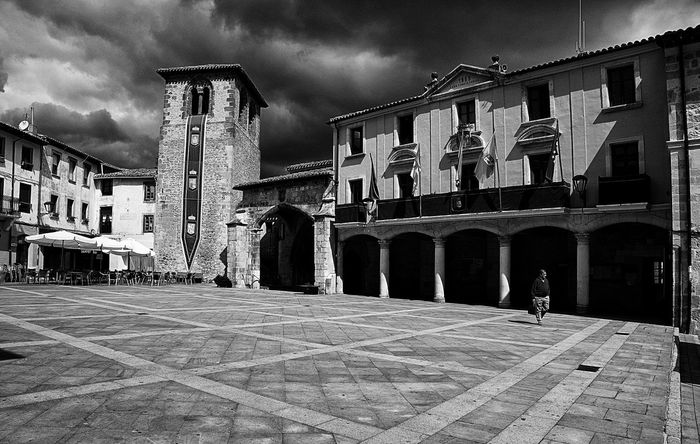 Alone in the square. Alone Architecture Black & White Black And White Blackandwhite Blackandwhite Photography Building Exterior Built Structure Burgos City E-M1 Esolympus History Medieval Old Town Olympus Olympus OM-D EM-1 OM-D OM-D E-M1 Ona Sky Street Photography Streetphoto_bw Streetphotography Town Square