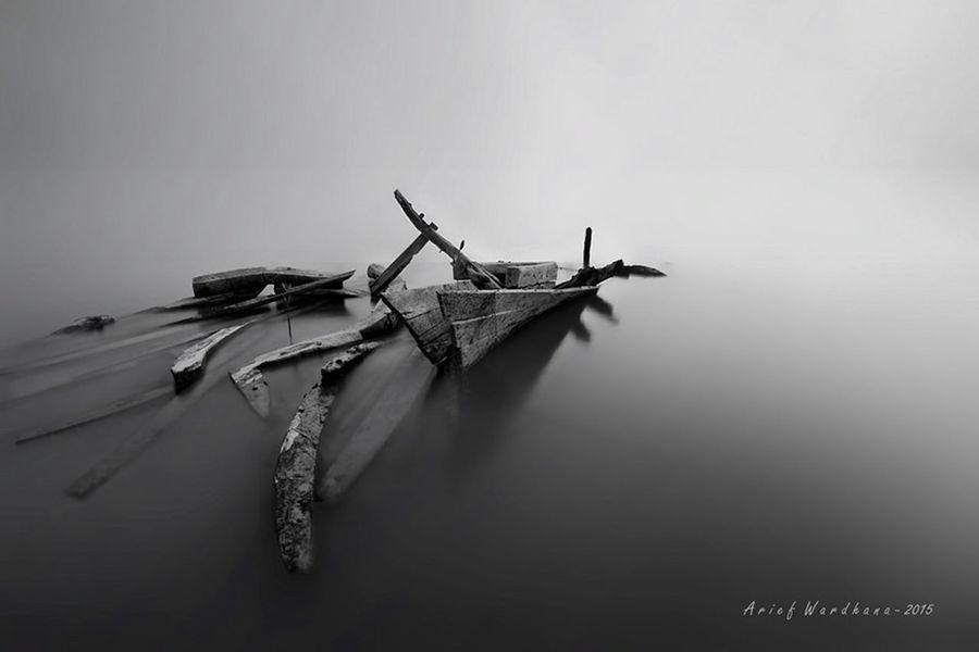 #BlackAndWhitePhotography #LandScape #Architecture #OrlandoFlorida #CourtHouse #landscape #nature #photography #minimalist #nopeople Black & White Empty Places Boat Long Exposure Simple Photography