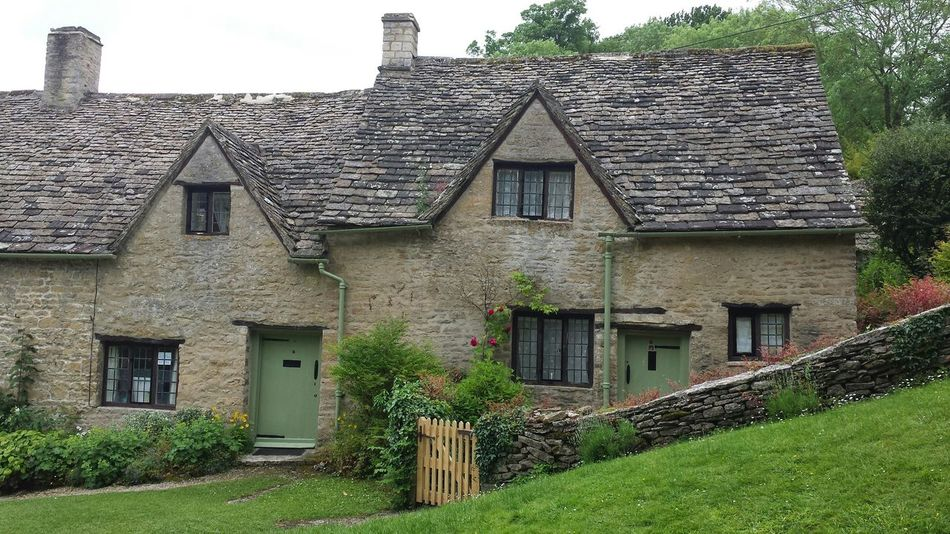 These cottages are nearly a thousand years old Arlington Row, Cotswolds Check This Out Taking Photos English Countryside Samsung Galaxy S4 Hanging Out Enjoying Life Exploring New Ground Hi! Relaxing