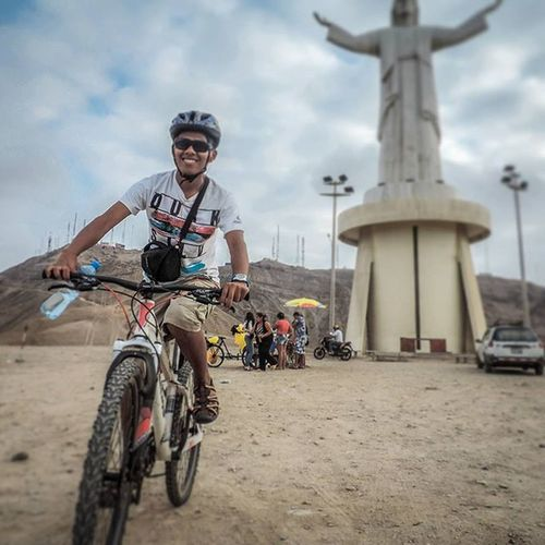 @eddy_jhon Finaly got out in the bike today to explore the dry and hot landscape of Lima near the coast.