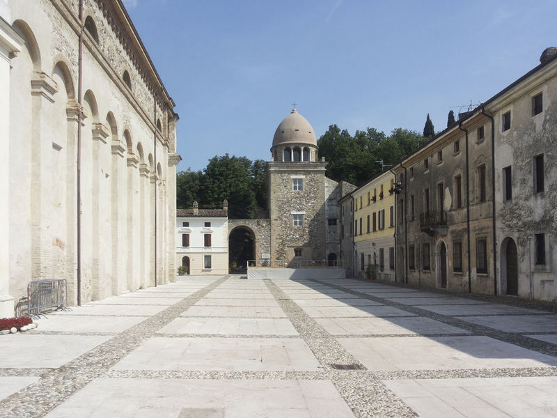 Architecture Building Exterior Built Structure Church City Clear Sky Day Dome History Mantova Old Town Outdoors Place Of Worship Real People Sky Travel Destinations Tree