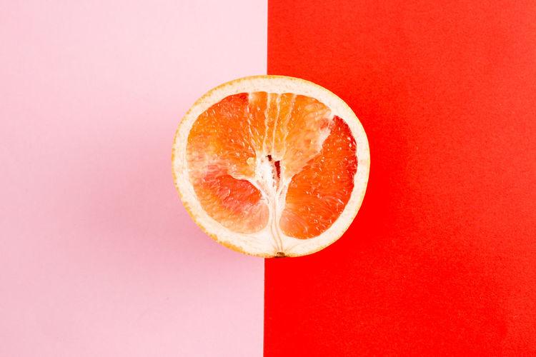 Fruit Citrus Fruit Food Food And Drink Healthy Eating SLICE Orange Color Freshness Wellbeing Red Indoors  Orange Studio Shot No People Cross Section Colored Background Orange - Fruit Close-up Still Life Copy Space