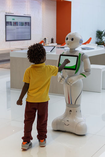Robot Encounter Simple Kinderleicht Childish Foolproof Child Robot Humanoid Robot Humanoid Robot Servant Robotics Servant Humanoid Encounter Modern Artificial Intelligence Assistant Boy Childhood Day Digitalization Indoors  Lifestyles People Real People Robot Robotic Tourch Urban AI Now