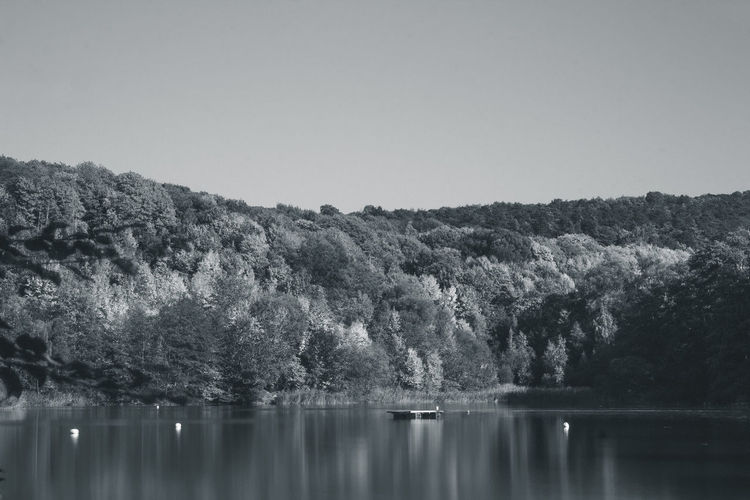 Hildesheim Tonkuhle... mit Canon EOS 600D mit Yongnuo 50mm 1.8... monochrome photography Monochrome Hildesheim Tonkuhle Jacqueline Schreiber Canon Canonphotography Yongnuo 50mm Nature_fantastically Global_creatives Canon_deutschland Outdoor Photography Tree Water Lake Clear Sky Reflection Sky Idyllic Countryside Lakeside Scenics