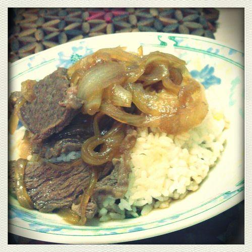 今日午餐,牛肉壽喜燒蓋飯^^
