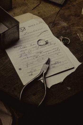 Atelier Atelier Atelier Schmuck Diamanten Goldschmied Handwriting  Juwelier Paper Zange