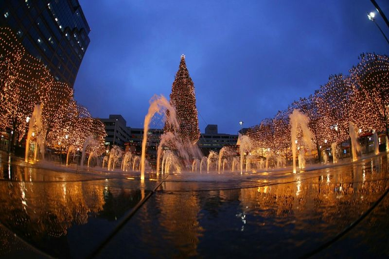 Fountainshow Fountain Nightphotography ColdAsHell Festive Festivelights MerryChristmas Happyholidays