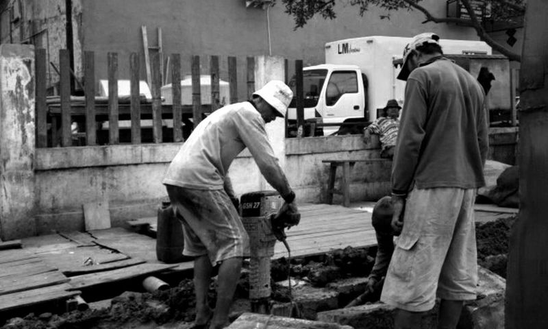 Streetphotography Working Hard Blackandwhite Indonesian Street (Mobile) Photographie Streetbanditos