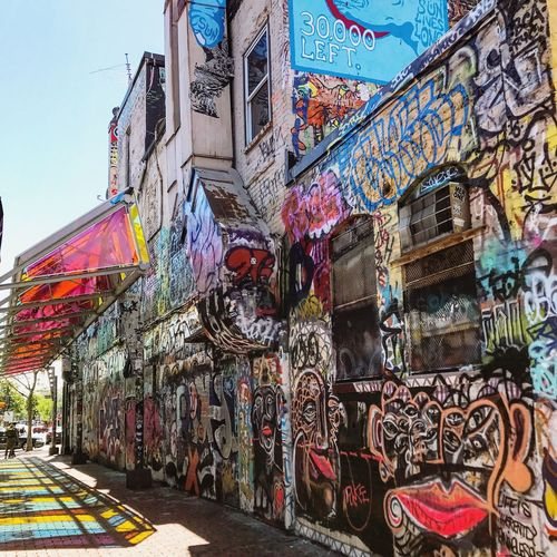 Graffiti Architecture Multi Colored Street Art Building Exterior City Streetphotography Graffiti City Street Photography Travel Tourism Cityscape Wanderlust Travel Photography EyeEmBestPics Graffiti Art Graffitiporn EyeEm Best Shots EyeEmbestshots Eyeemphotography The Street Photographer - 2017 EyeEm Awards Neighborhood Map