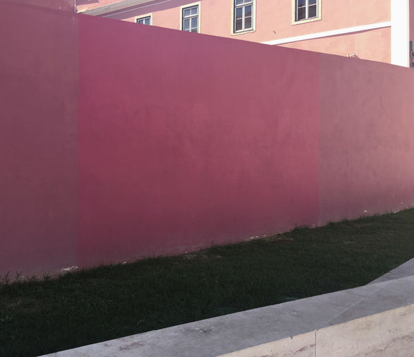 Architecture Colour Your Horizn Minimalist Architecture Paint Wall Wall Painting Architectural Feature Architecture Building Exterior Built Structure Fujifilm X-t20 Grass Minimal Minimalism Minimalobsession No People Outdoors Sky Wall - Building Feature
