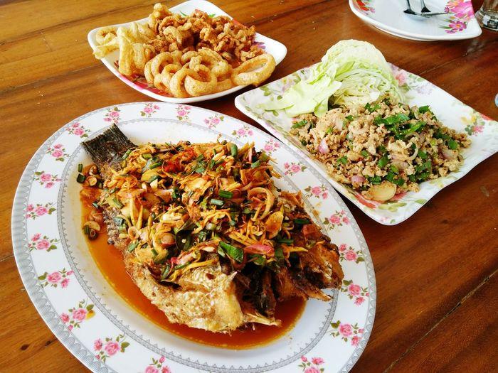 ลาบหมู กากหมู ปลาลุยสวน Plate Food Ready-to-eat Food And Drink Table Indoors  Serving Size No People Healthy Eating Freshness Indulgence Temptation High Angle View Day Close-up