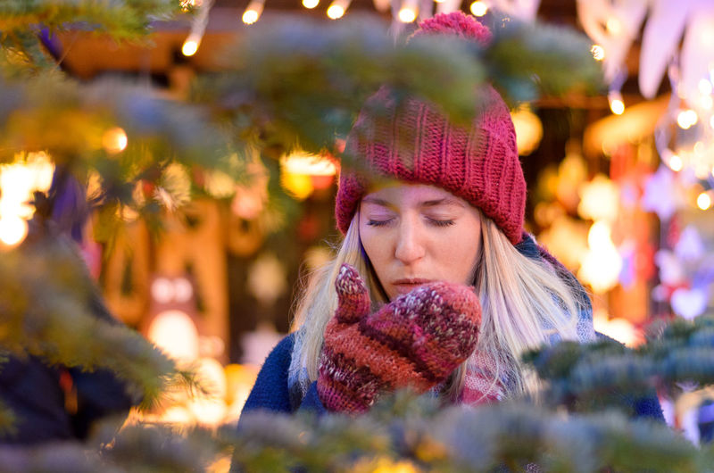 Adult Adults Only Beautiful People Beautiful Woman Beauty Christmas Christmas Market Close-up Headshot Knit Hat Knitted  One Person One Woman Only One Young Woman Only Only Women Outdoors People Portrait Smiling Tree Warm Clothing Winter Women Young Adult Young Women