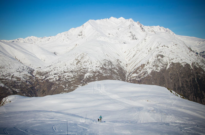 Les 2 Alpes French Alps Skiing ❄ Skiing Alps Winter Sport Winter Snowcapped Mountain Snow Mountain Beauty In Nature Real People Leisure Activity Nature Cold Temperature Scenics - Nature Sky Mountain Range Lifestyles White Color Adventure Non-urban Scene Sport Unrecognizable Person Tranquil Scene Outdoors The Minimalist - 2019 EyeEm Awards