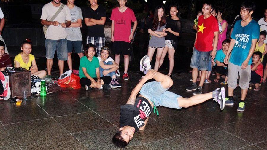 Night in Hanoi, Vietnam Hanoi Vietnam  Breakdancing