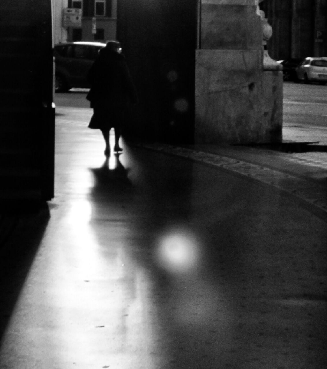 walking, one person, real people, full length, women, rear view, indoors, lifestyles, day, architecture, adult, people