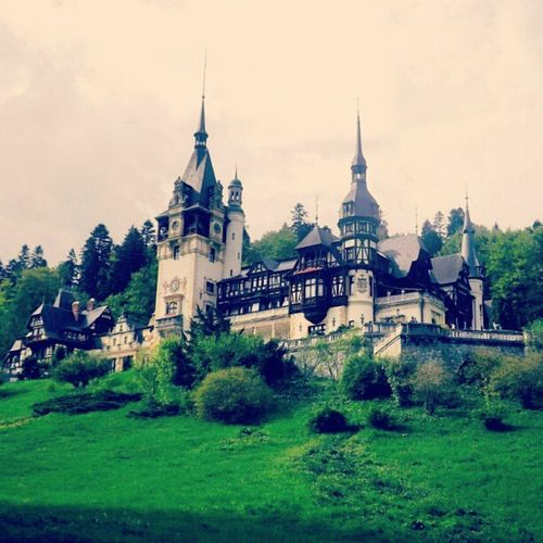 I love this castle! <3 Peles Sinaia Castle Romania Transilvania Mytriptoromania Amazing Beatiful Landscape King Hungary Fujifilm Photography Love Missthisplace Est