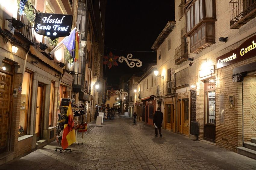 Callejeando por Toledo.. Architecture Building Exterior Built Structure Illuminated Night Street City Outdoors Sky No People Noche EyeEmNewHere