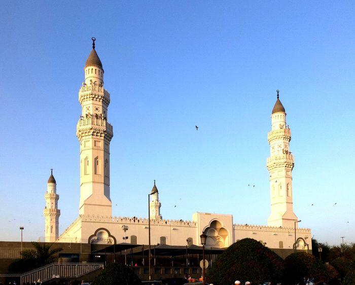 مسجد قباء Qubaa mosque Menara Mosque Place Of Worship Built Structure Architecture Building Exterior Tower Sky Clear Sky Travel Destinations Building History