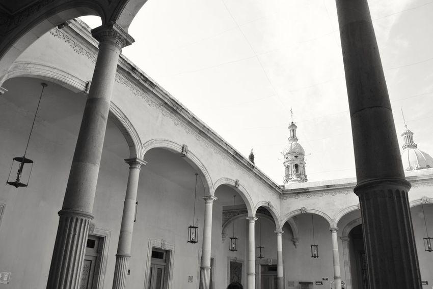 Entre columnas y torres. Architecture Arch City History D3000 Nikon Photography Aguascalientes Arquitectura Mexico Historic Historia Edificio Colonial Fotografia Cielo