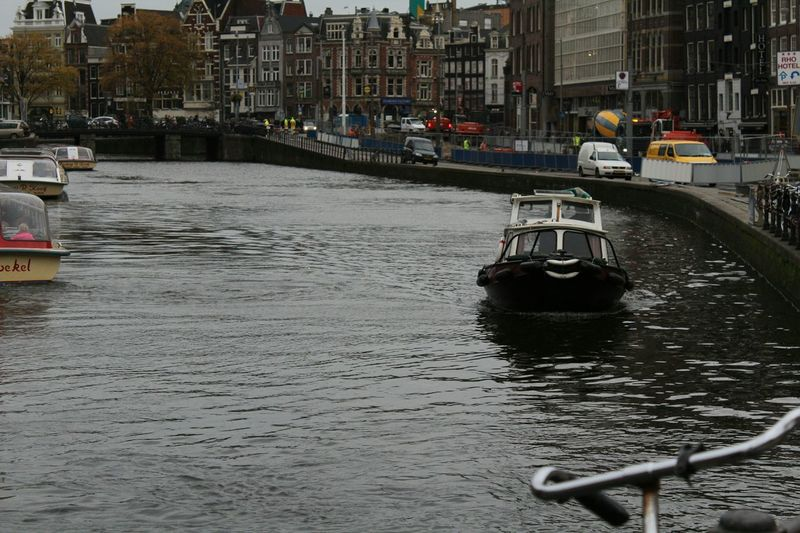 Capture The Moment Canal Citylife Amsterdam Amsterdamcity Amsterdam Canal Amsterdamse Grachten Boat Normal Day Hello World Streetphotography Street