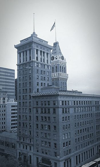 Oakland Tribune Oakland Tribune Tower American Flag Buildings & Sky Architecture Photography Buildings Architecture Building Photography Taking Photos ❤ My Photography Eye4photography  Black And White Architecture Eyeem Black And White Photography