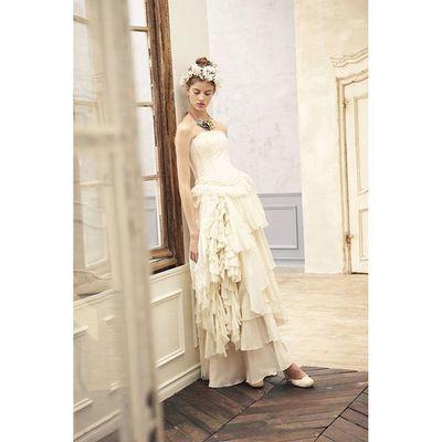 独創的である事。。。 異素材のシルクとコットンとレースの組み合わせ、素材を替え、幾つもの変形のモチーフ。。。 拘りと、丹念に手を加える事から伝わるドレスの印象。。。 コラボレーションから生まれた、世界にたったひとつのドレス。。。 ウェディングドレス クリオマリアージュドレス ドレス Cliomariage Weddingdress ドレス カラードレス クリオマリアージュ ガーデンウエディング Wedding ウェディング 結婚 結婚式 結婚式準備 タキシード Accessory アクセサリー ヘッドドレス ギフト ブライダル Fashion ファッション ナチュラル プロポーズ 渋谷 婚纱撮影前撮りプレ花嫁結婚準備