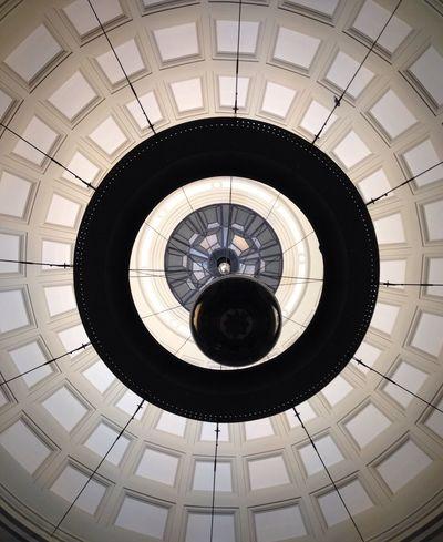 """Umberto Eco - El péndulo de Foucault """"La esfera, móvil en el extremo de un largo hilo sujeto de la bóveda del coro, describía sus amplias oscilaciones con isócrona majestad."""" Ceiling Architecture Shootermag EyeEm Best Shots - Architecture"""
