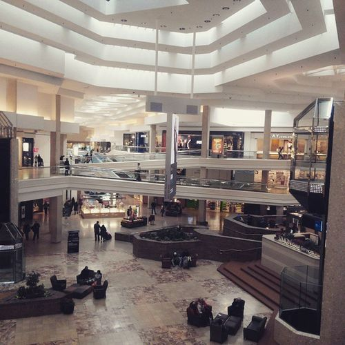 WoodfieldMall Schaumburg Mall Amazing Floor Floors Woodfield Sofa Shops Clothes Food Chicago Illinois People Elevator Stairs