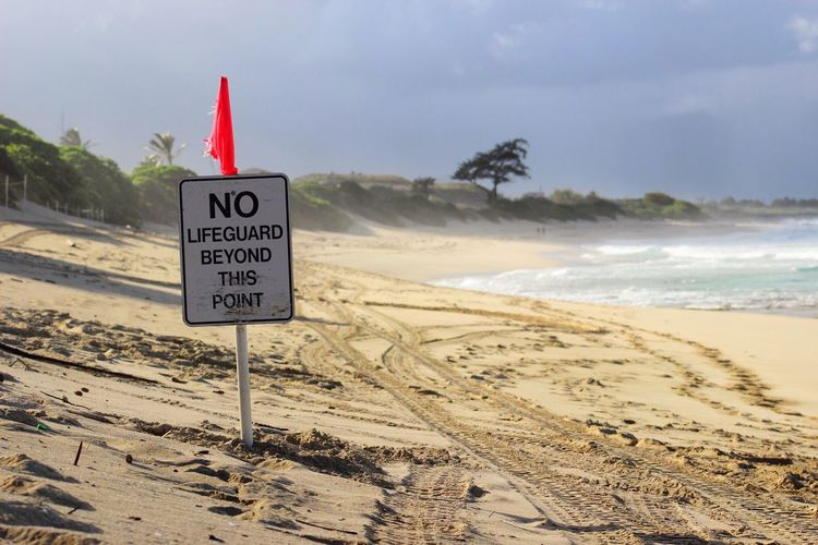Sea Beach Horizon Over Water Nature Sky Water Shore Scenics Sand Outdoors Day Warning Hawaii Ocean Water EyeEmNewHere