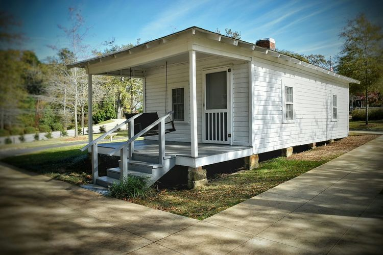 White White House Small House Elvis Elvis Presley Elvis Presley Birthplace TupeloMississippi Blue Sky Porch Swing Seeing The Sights
