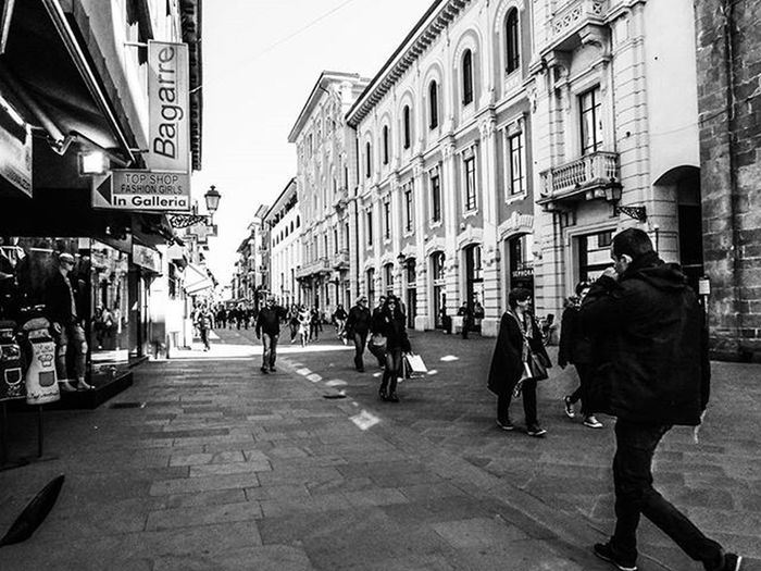 Pisa 📷 Corso Italia 29-03 Blackandwhite Bnw_pisa Bnw Pisa Ig_pisa Igerspisa Toscana Ig_italy Ig_toscana Volgobnw Volgoitalia Street Streetart Streetphotography Bestoftheday Photooftheday Volgobiancoenero