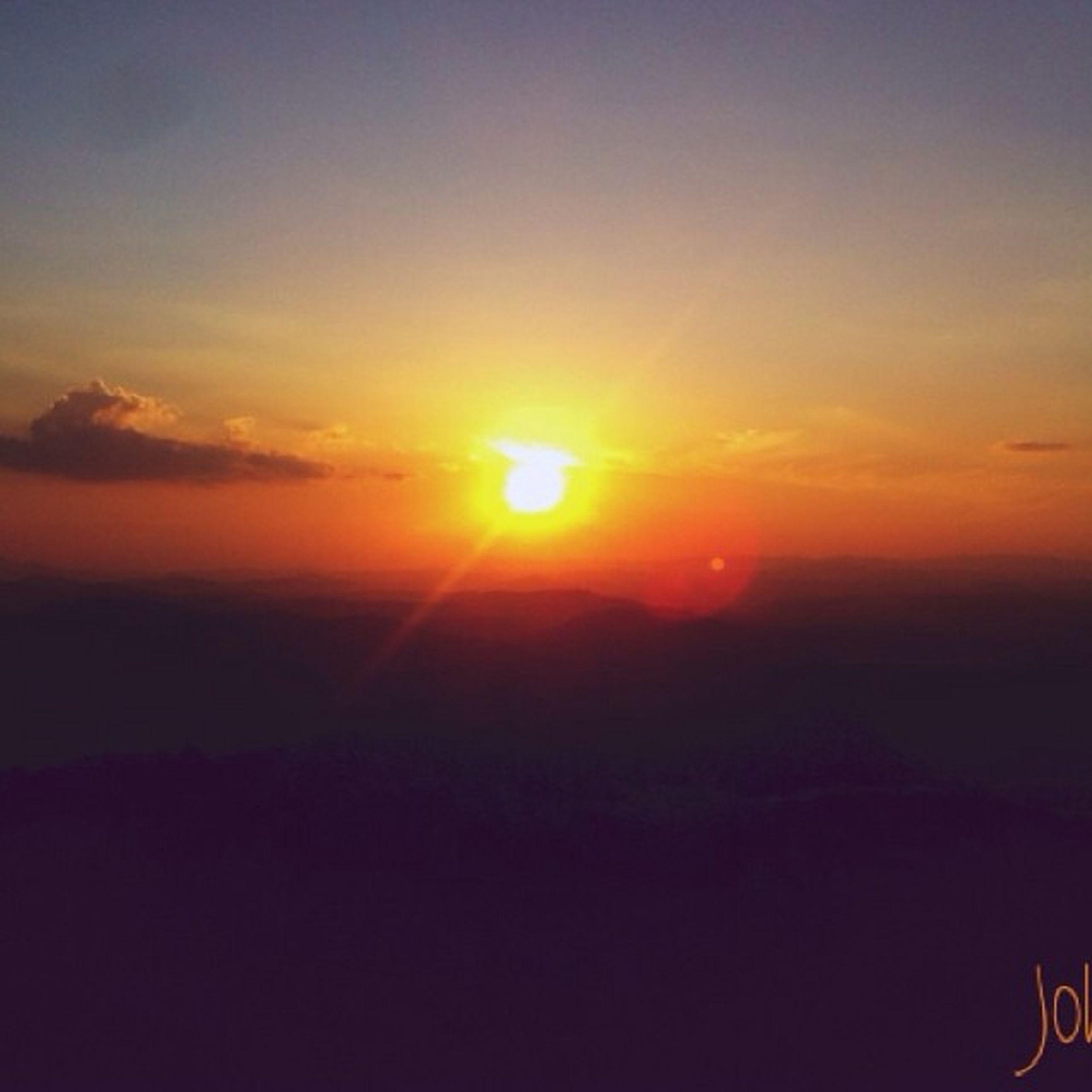 sunset, sun, scenics, orange color, tranquil scene, beauty in nature, tranquility, silhouette, sky, idyllic, landscape, nature, sunlight, copy space, outdoors, mountain, no people, remote, non-urban scene, sunbeam