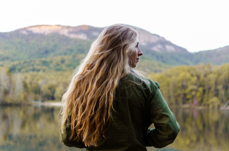 Nature Real People Day Standing Outdoors Mountain Long Hair Blond Hair Beauty In Nature Lifestyles Young Adult One Person Young Women Casual Clothing Waist Up Leisure Activity Focus On Foreground