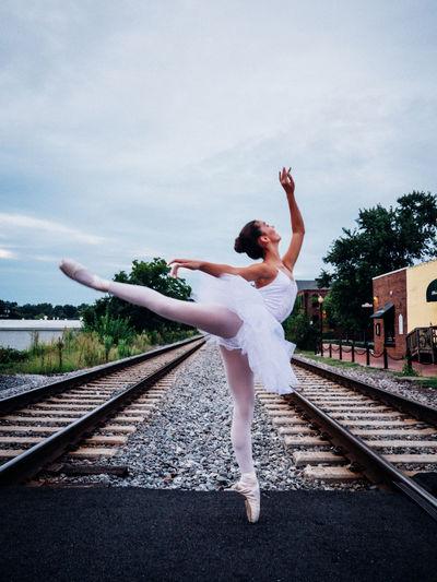 Center Rail Balance Ballet Full Length Mid-air Pointe Shoes Train Tacks Tutu White Showcase March