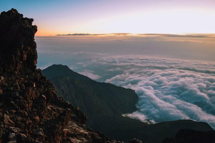 Sunrise above the clouds at mount meru, arusha national, tanzania