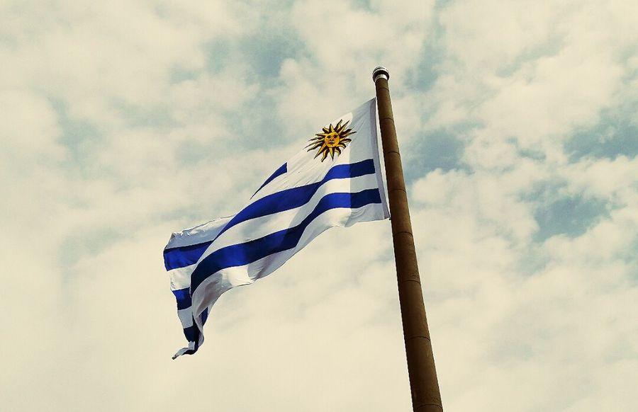 Mi pais, mi bandera, amo este lugar. My home. Cloud - Sky Sky Flag Patriotism Outdoors Flying