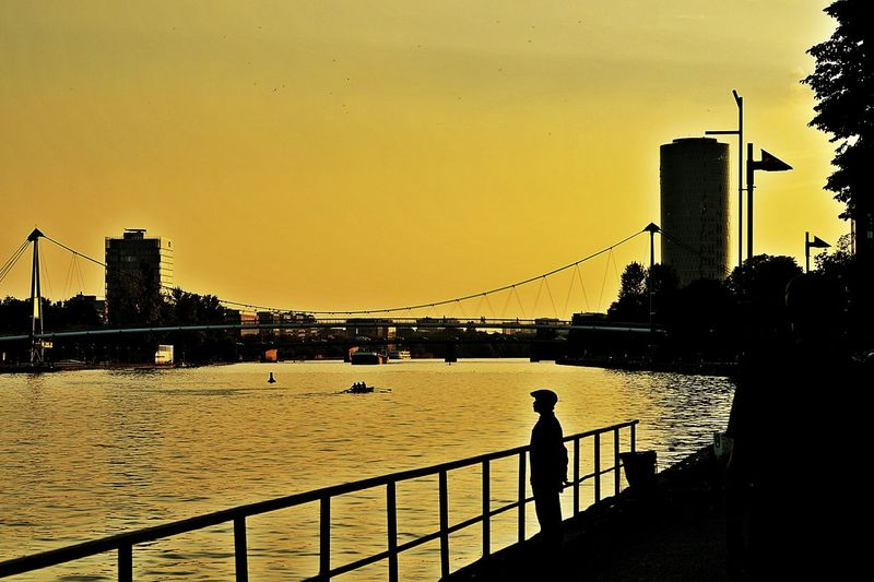 Chinese Tourist Watching The Sunset Light And Shadow Silhouettes riverscape Water Architecture Built Structure Building Exterior Sunset City Cityexplorer Bridges Railing Skyscraper Calm Tranquility Skyline Riverbank Main River Frankfurt Am Main Germany🇩🇪 Beliebte Fotos Enjoy The New Normal Finding New Frontiers Adapted To The City