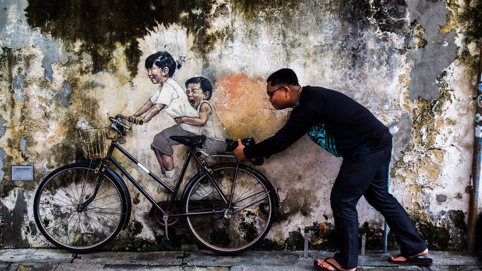 Embrace Urban Life Streetphotography Streetart Young Men Power Enthusiasm