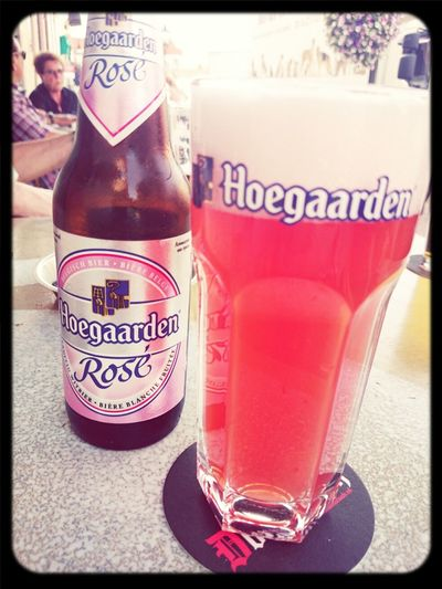 Drinking Beer @Hoegaarden RoseBeer el tiempo de La Terazza