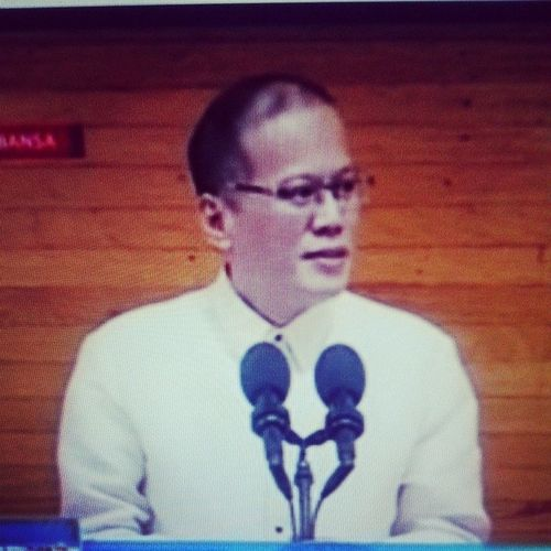Watching the replay of Pnoy's SONA 2014..i really wish he can run again in 2016..LABAN!! Sona2014