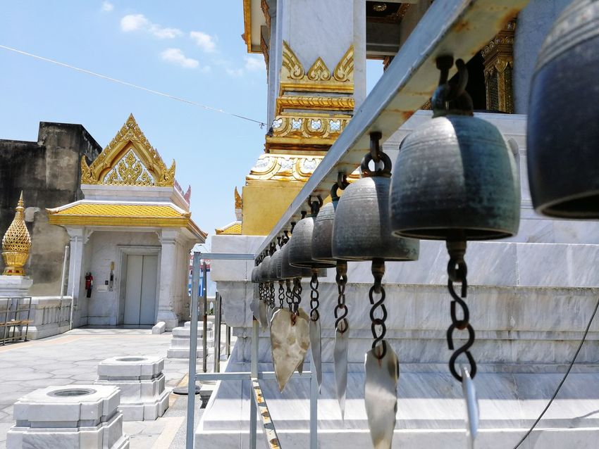 hear me cry when the wind blows Symmetry Pattern Bell Gong Chimes Thailand Explorethailand WhenInThailand BeautifulSEAsia Temple Templeview City Gold Place Of Worship History Ancient Religion Royalty Palace Sky Architecture King - Royal Person Royal Person Queen - Royal Person Castle