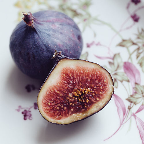 figs on a floral plate Close-up Day Delicious Fig Figs Food Food And Drink Fresh Freshness Fruit Halved Healthy Healthy Eating Indoors  Ingredient No People Organic Purple Raw Seeds Still Life Sweet Tasty Vegan